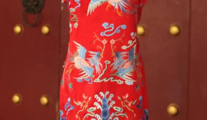 复古纹样婚庆旗袍