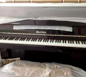 钢琴搬运物品包装仔细认真