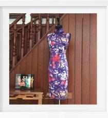 紫色喷绘枝干花手工旗袍