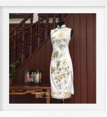 白色绣五朵牡丹手工旗袍