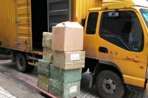 使用一吨车(车厢长2.40米、宽1.40米)搬场收费标准: