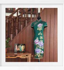 绿色绣牡丹手工旗袍