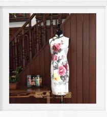 白色手绘手工旗袍
