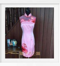 粉色绣荷花手工旗袍